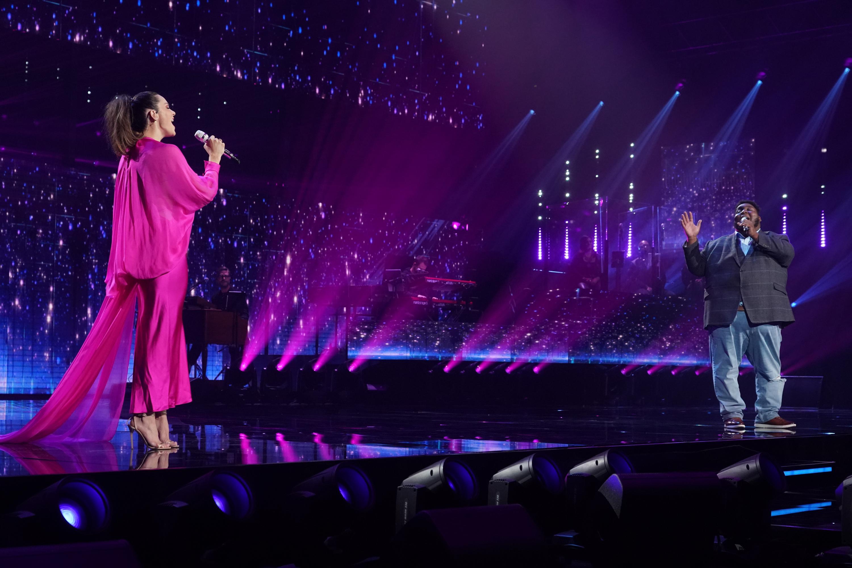 Idol alum Katherine McPhee performs with Top 24's Willie Spence
