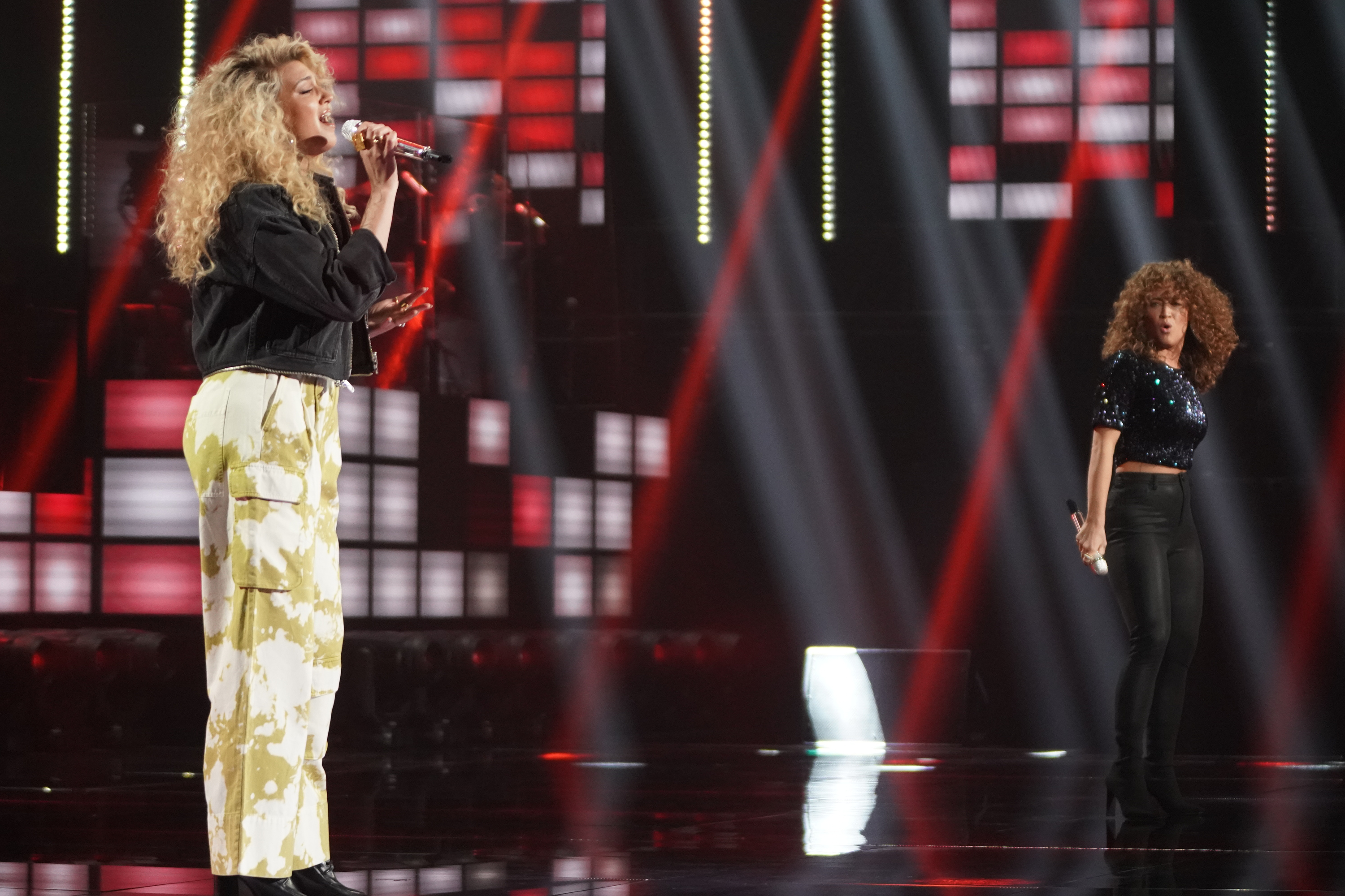 Tori Kelly sings with Top 24's Madison Watkins